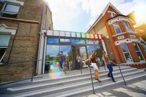 Главный вход колледжа Kings в Лондоне